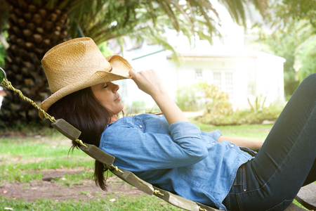 mujeres pensando: Portrait of a beautiful woman relaxing in garden Foto de archivo