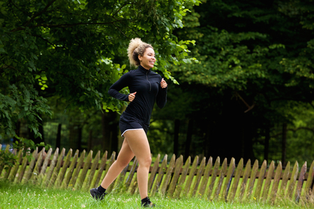 ful: Ful length portrait of a healthy young woman running in park