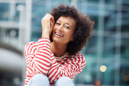 Portrait of happy african american woman laughing outdoors Banco de Imagens