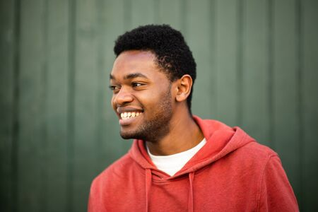 Close up horizontal portrait of smiling young african man looking away Stockfoto