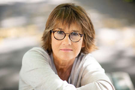 Close up portrait older woman with eyeglasses staring Stockfoto
