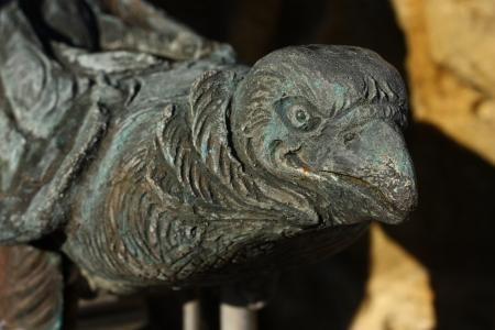 gargouille: Oiseau gargouille sur la fontaine