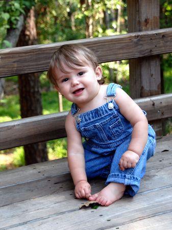 Cute Kid in blauwe overall Stockfoto
