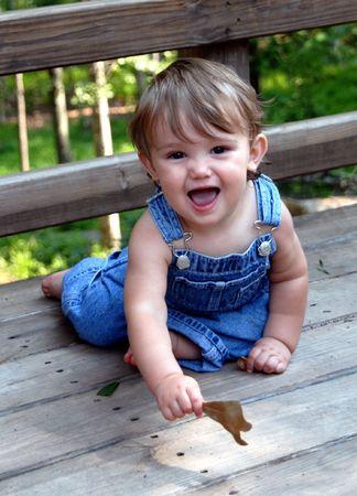 青いオーバー オール 2 でかわいい子供