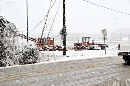 雪嵐の中で重い建設用機器。 写真素材