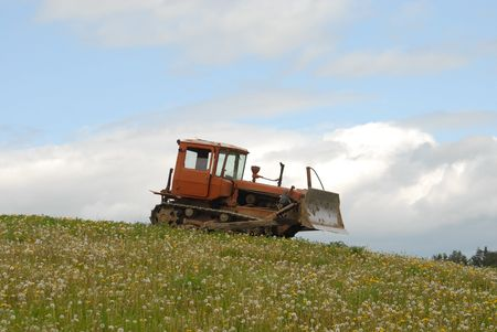goodly: Tractor and flowers