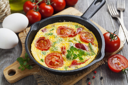 Omelet with vegetables and cheese. Frittata in a frying pan Banco de Imagens - 29760689