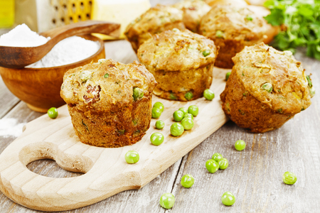 Muffins with caramelized onions, bacon and green peas