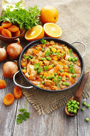 fricassee: Chicken with oranges, green peas and dried apricots