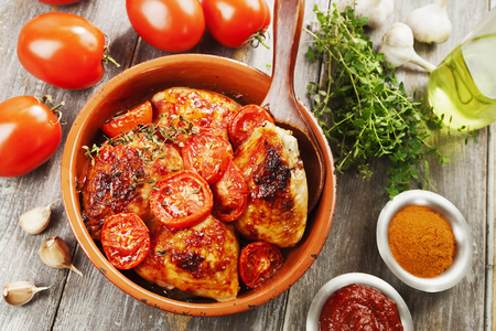 Delicious fried chicken thigh with tomato sauce and chili Stockfoto