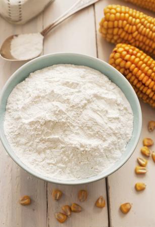 Amidon et épi de maïs sur la table Banque d'images