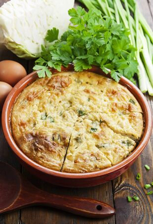 Vegetable pie with cabbage and spring onion Standard-Bild