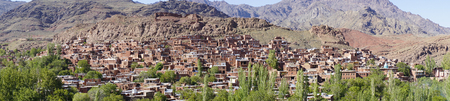 Spectacular panorama view of Abyaneh the beautiful ancient red village of Iran 스톡 콘텐츠