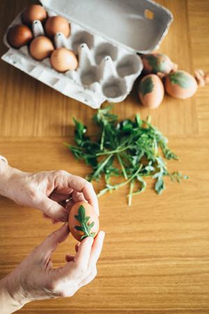 Mature woman preparing easter eggs for natural dying coloring 版權商用圖片 - 97188946