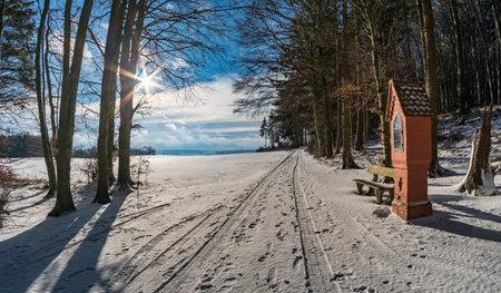 Winter hike around Lake Hosskirch near Koenigseggwald and the surrounding nature reserve Archivio Fotografico