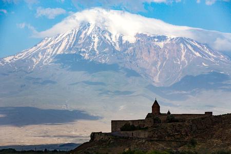 De Tatev Monsastery met Mt Ararat op de achtergrond