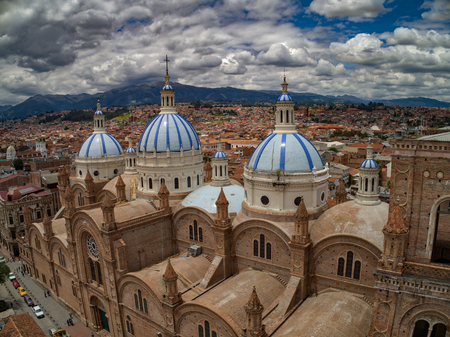 New Cathedral in center of Cuenca, Ecuador 免版税图像 - 90257348