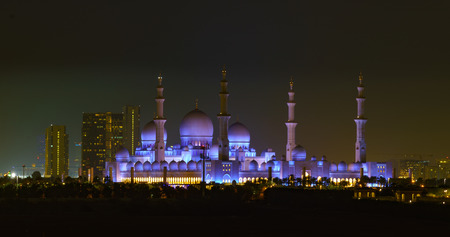 ABU DHABI, UAE, Sheik Zayed Mosque as seen at night Фото со стока - 104581034