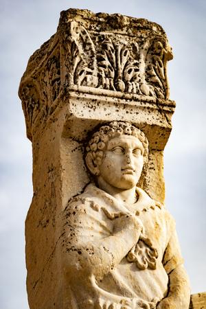 Statue ruin in Ephesus, Turkey Foto de archivo - 102232763