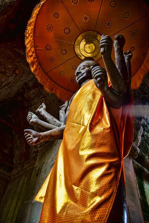 Vishnu statue in Angkor Wat in Cambodia Фото со стока - 102230403