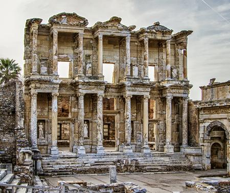 Ancient ruins of library of Ephesus, Turkey Foto de archivo - 116953393