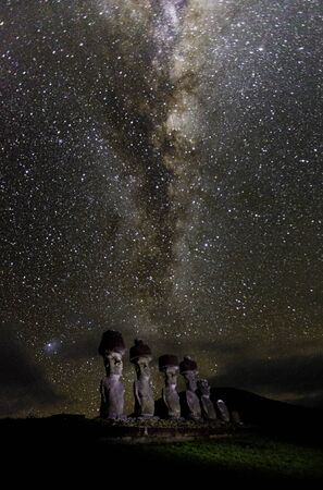 Moai under milky way on easter island. Archivio Fotografico