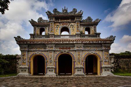 Temple Gates in Hue Ann, Vietnam old Standard-Bild - 128585274