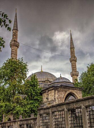 One of the 2990 active mosques in Instanbul, Turkey Imagens - 128584160