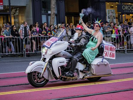 SAN FRANCISCO, CALIFORNIA, JUNE 24, 2018:  GAY PRIDE PARADE - Dykes On Bikes lead the parade 報道画像