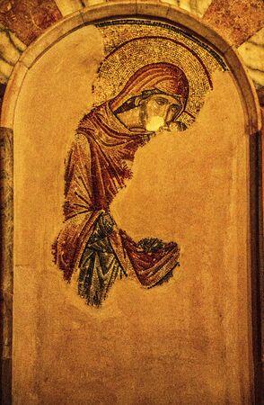 La peinture murale a été partiellement restaurée après avoir été recouverte à l'église Chora d'Istanbul, en Turquie, pendant près de 1000 ans