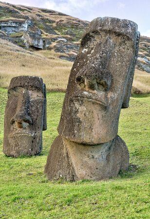 Moai Statues on Easter Island at the Rano Raraku Quarry. Imagens