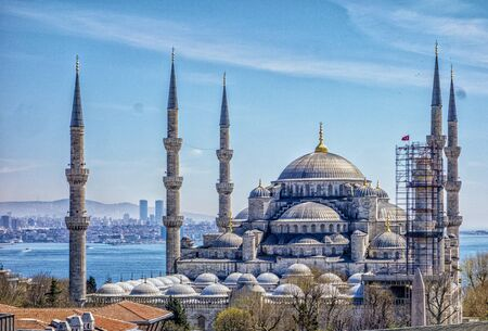 The blue mosque is seen overlooking the Bosphorus Strait in Istanbul, Turkey 免版税图像
