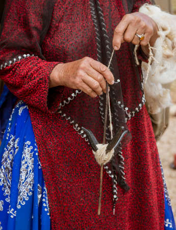 Iranian Hill Tribe Woman Spins Goat Wool - Close-up. Foto de archivo