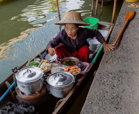 Bangkok, Tahiland - 2019-03-03 - Women Sell Food From Boats At the Floating Market Editöryel