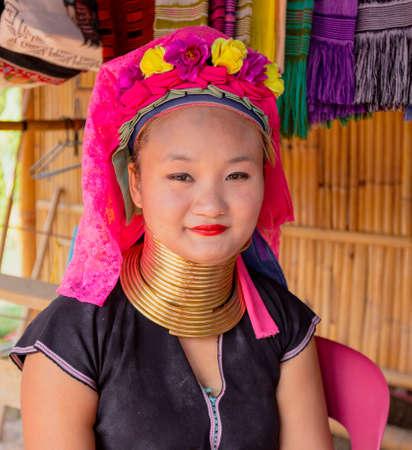 Bangkok, Tahiland - 2019-03-03 - Karen Long Neck Woman In Portrait 新聞圖片