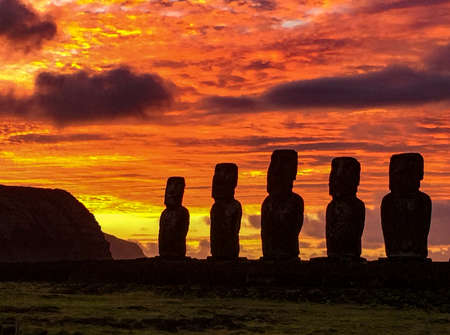 Moai on Easter Island at Ahu Akivi at Sunset. Banque d'images