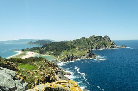 View of the Cies Islands National Park from the viewpoint of the Queen's Chair. Vigo. Galicia. Spain. Archivio Fotografico