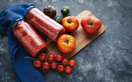 Different kinds and presentations of tomatoes.