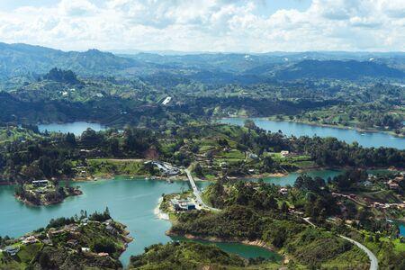 Landschaft des Stausees El Peñol, Guatapé. Antioquia Kolumbien Standard-Bild