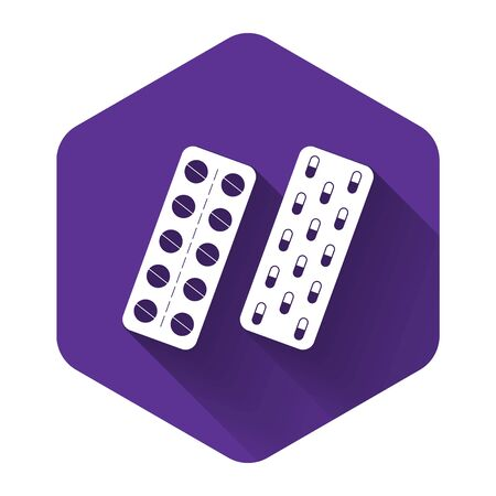 White Pills or capsules in blister package icon isolated with long shadow. Tablets in package. Medications Accessory pharmacies and first aid kits. Purple hexagon button. Vector Illustration Иллюстрация