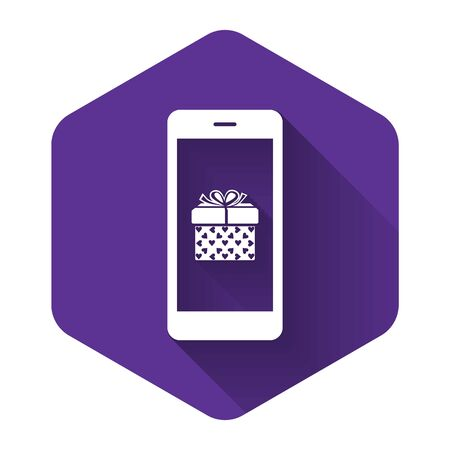White Smartphone with gift box and heart symbol on the screen icon isolated with long shadow. Valentine's day symbol. The online store, e-shopping. Purple hexagon button. Vector Illustration Stok Fotoğraf - 132122513