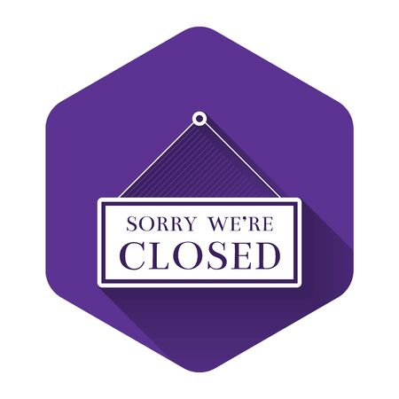White Hanging sign with text Sorry we're closed icon isolated with long shadow. Purple hexagon button. Vector Illustration Banco de Imagens - 132126048