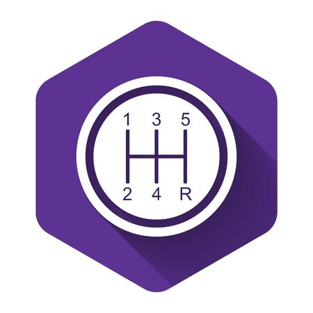 White Gear shifter icon isolated with long shadow. Transmission icon. Purple hexagon button. Vector Illustration Stock Illustratie