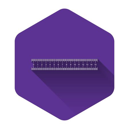 White Ruler icon isolated with long shadow. Straightedge symbol. Purple hexagon button. Vector Illustration Vetores