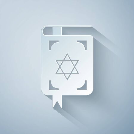 Paper cut Jewish torah book icon isolated on grey background. The Book of the Pentateuch of Moses. On the cover of the Bible is the image of the Star of David. Paper art style. Vector Illustration Çizim