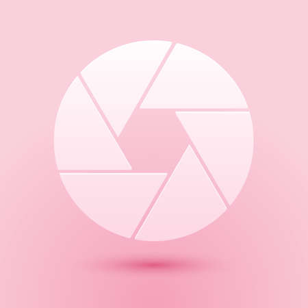 Paper cut Camera shutter icon isolated on pink background. Paper art style. Vector 向量圖像
