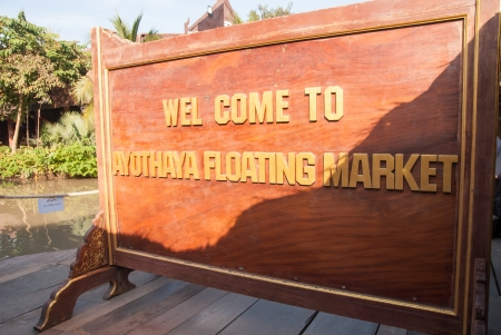 ayothaya: Ayothaya, Thailand - November 2, 2013  Ayothaya Floating Market a tourist attraction for the newly emerging soon in Ayutthaya   Many visitors, both in Thailand and overseas visitors , more than a million people  Editorial