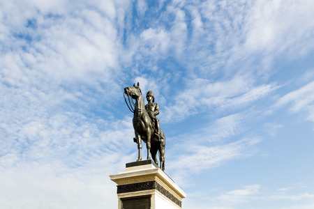 repeal: The equestrian statue of King Chulalongkorn (Rama V) with blue sky background in Bangkok, Thailand.