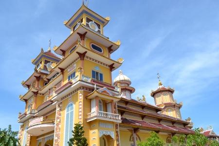 qui: Cao Dai Temple, Southern Vietnam