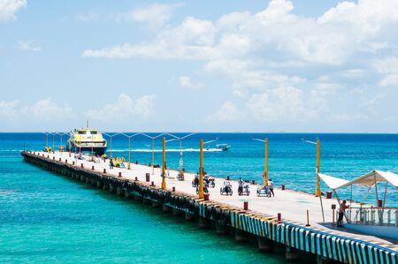 Playa del Carmen, Mexico. Ferry arriving at Playa del Carmen pier from Cozumel Island Standard-Bild